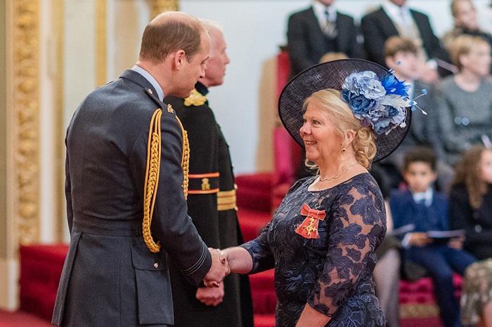 Dorothy Gradden receiving her OBE from the Duke of Cambridge