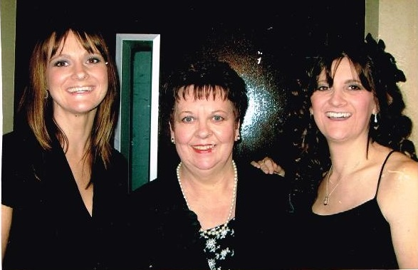 Elaine, Lynda and mum at a cancer research event