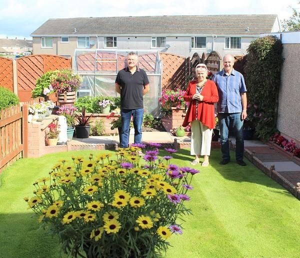 Linda and David Park show Mayor Mike Starkie their impressive garden