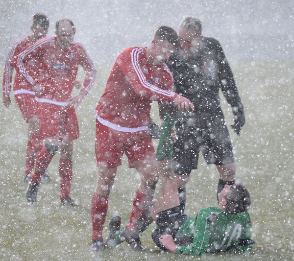 The snow comes down at Pirelli FC (photo Martin Perry)