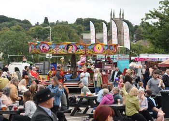 A busy bar and hot food area