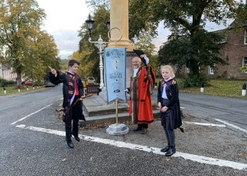 Mayor-of-Appleby-Gareth-Hayes-with-local-Harry-Potter-fans-as-town-recieves-Honorary-Quidditch-Town-Status-3